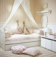 Adorable 40 Sweetest Bedding For Girls' Bedrooms Decor Ideas https://homearchite.com/2017/06/06/40-sweetest-bedding-girls-bedrooms-decor-ideas/