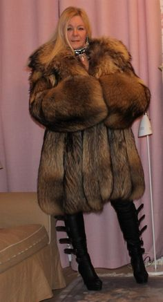 Coyote Fur Coat, Fur Fashion, Womens Fashion, Racoon, Great Women, Big And Beautiful, Chic Outfits, Style Guides, Mantel