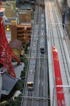 N Scale Layout at Lobby of Hotel Metropolitan Marunouchi. N Scale Trains, City Block, Diorama, Layouts, Model, Travel, Viajes, Scale Model