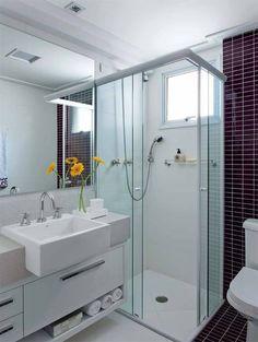 Duas maneiras de fazer o banheiro parecer maior   CASA.COM.BR
