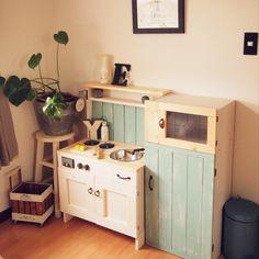 margueriteさんの、子供コーナー,ハンドメイド,カフェ風,ナチュラル,DIY,セリア,おままごとキッチン,カラーボックス,おままごと冷蔵庫,キッチン,のお部屋写真