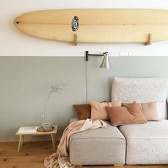 i'm making a new genre: modern surf. for this laid-back aesthetic, simply add one part mid-century furniture, plants and a color palette pulled from nature. Surfboard Decor, Surf Decor, Surfboard Storage, Surf House, Beach Cottage Style, Beach House Decor, Home Decor, Beach Houses, Surf Style Home