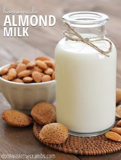 This simple homemade almond milk is one of the best dairy alternatives and it's healthier and less expensive than store-bought! Blender Recipes, Milk Recipes, Almond Recipes, Vitamix Recipes, Smoothie Recipes, Smoothies, Make Almond Milk, Homemade Almond Milk, Almond Nut