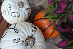 15 pumpkin decor ideas {painted pumkins, carved pumpkins, pumpkin tablescapes}
