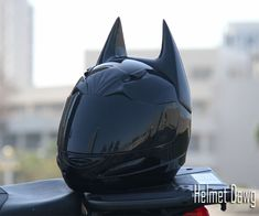 If I have to wear a full-face helmet, I'm buying this one! Batman Motorcycle Helmet | DudeIWantThat.com