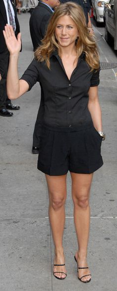 I love this look. Black shorts, black top, and cute heels.