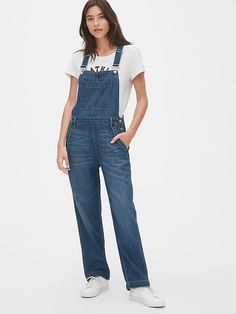 Shop women's jeans from Gap and find your perfect fit including skinny, straight, high waisted jeans and more. Shop classic and of-the-moment jeans for women. Fashion News, Fashion Outfits, Teen Fashion, Wide Leg Denim, Gap Women, Baby Kids Clothes, Straight Leg Pants, Stretch Denim, Overalls