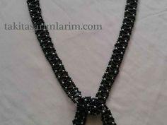 kum-boncuktan-ucgen-kolye-yapimi Pearl Necklace, Pearls, Chain, Bracelets, Jewelry, Fashion, String Of Pearls, Moda, Jewlery