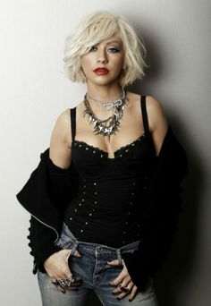 Christina Aguilera hair. Short bob hairstyle.
