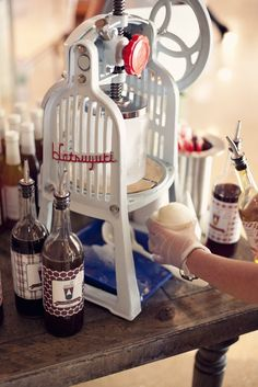 Jo snow - uses a Hatsuyuki hand shave ice machine and all natural syrups. Lovely. Hawaiian Ice, Hawaiian Shaved Ice, Shave Shop, Ice Shop, Nugget Ice Maker, Snow Ice Cream, Ice Shavers, Sno Cones, Homemade Smoker