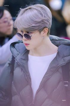 Find images and videos about kpop, bts and jimin on We Heart It - the app to get lost in what you love. Park Ji Min, Jikook, Billboard Music Awards, Foto Bts, Busan, Seokjin, Namjoon, Kpop, Mini E