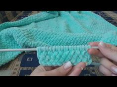 "Pattern ""Braid"" with knitting needles for a plaid … - Hakeln Knitting Videos, Knitting For Beginners, Knitting Needles, Baby Knitting, Knitting Patterns, Big Knit Blanket, Big Knits, Knit Pillow, Tunisian Crochet"
