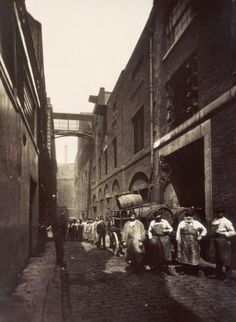 Castle St Seven Dials 1880's delivering gallons of beer & Porter to the 14 Pubs on the Street / LONDON