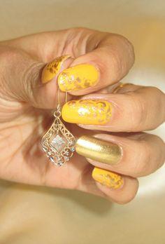 Royal Gold Filigree #Nailart