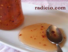 Γλυκοκαυτερή σάλτσα (sweet chilli sauce) Food Hacks, Food Tips, Food And Drink, Pudding, Diet, Vegetables, Cooking, Desserts, Recipes