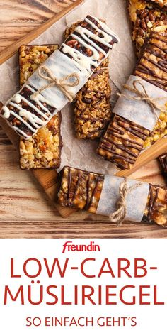 Granola bars from the supermarket are often full of sugar and calories. These homemade bars are a good low carb alternative Granola bars from the supermarket are often full of sugar and calories. These homemade bars are a good low carb alternative Low Carb Granola, Low Carb Desserts, Low Carb Recipes, Healthy Recipes, Snacks To Make, Easy Snacks, Law Carb, Muesli Bars, Carb Alternatives