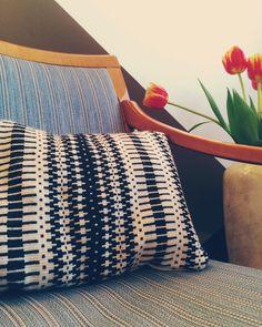 Krokbrag pillow made on an Ashford Knitters loom rigid heddle.