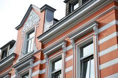 Fassadengestaltung denkmalgeschütztes Haus in Ziegelrot von der Uwe Walter Malerhandwerk GmbH in Dortmund (44269)   Maler.org