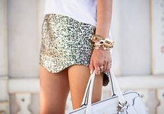 Song of Style; love that skirt and bangle Song Of Style, Style Me, Daily Style, Dress Me Up, What To Wear, Ideias Fashion, Fashion Outfits, Fashion News, Fashion Trends