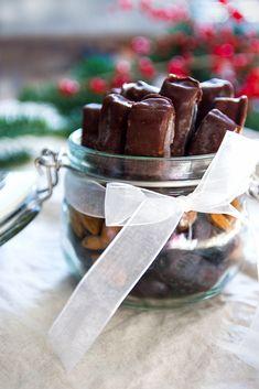 Oříšky, datle, rýžový sirup - domácí tyčinky Mars Christmas Sweets, Xmas, Paleo Baking, Chocolate Fondue, Vegan, My Favorite Things, Fitness, Desserts, Recipes