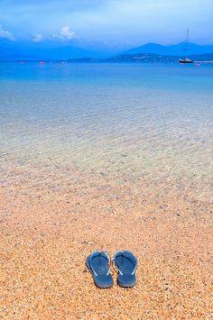 Plage de la presqu'île d'Isolella, Pietrosella, Corse, France voilà ce que pourrait être vos prochaines vacances.....!:)