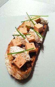 Tartine périgourdine au foie gras, noix et St Moret - http://recipay.com/fr/recipe/7043-tartine-perigourdine-au-foie-gras-noix-et-st-moret