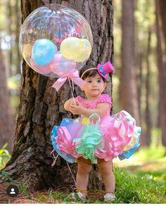 Baby Girl Birthday Dress, 1st Birthday Party For Girls, Rainbow Birthday Party, Minnie Birthday, Bday Girl, Baby Party, Carousel Birthday Parties, First Birthday Party Decorations, Birthday Girl Pictures