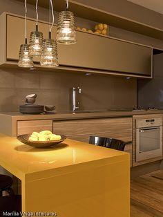 Driftwood kitchen cabinets with bright yellow. Kitchen Dinning, Kitchen Decor, Sweet Home, Light In, Little Kitchen, Herd, Kitchenette, Interior Design Kitchen, Interiores Design