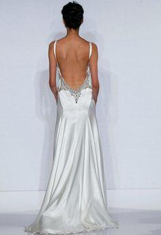Increíble escote en espalda de este vestido de novia.
