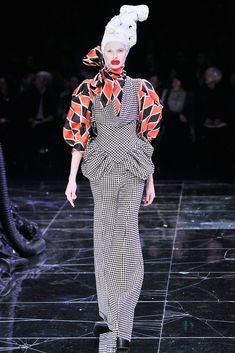 Alexander McQueen Fall 2009 Ready-to-Wear Fashion Show - Olga Sherer (NATHALIE)