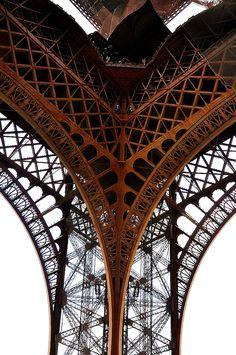 Paris architectural details. #EresParis #EresInspired #Parisian #Lingerie #FW15 #Brown #Symetry #Architecture #TowerEiffel #Details #Paris