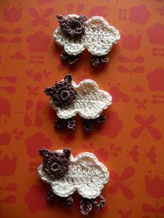 Crochet Sheep - Tutorial (For Clouds) Crochet Sheep, Love Crochet, Crochet Animals, Crochet Yarn, Crochet Flowers, Crochet Crafts, Yarn Crafts, Crochet Projects, Appliques Au Crochet