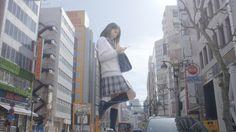 若者であふれる東京・渋谷に巨大な女子高生が出現した。タワーレコード渋谷店に寄りかかって携帯電話を操っている。新宿駅前には巨大OL、大塚駅前には巨大メイドまで。首都東京の運命はどうなるのか?