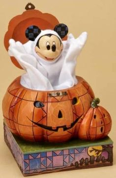 Jim Shore Mickey Mouse Halloween Jack in the Box from the Disney Traditions collection. Mickey, dressed in a ghost costume, pops out of this Jack-o-Lantern Jack-in-the-Box. Mickey Mouse Halloween, Halloween Jack, Halloween Ghosts, Mickey Minnie Mouse, Disney Halloween, Halloween Decorations, Halloween Ideas, Halloween Cakes, Vintage Halloween