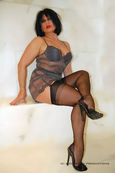 amanda with extreme high heels Beautiful Old Woman, Beautiful Legs, Extreme High Heels, Stocking Tops, Nylons Heels, Killer Heels, Action Poses, Voluptuous Women, Sexy Feet