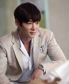 Es tan bello 😍😍 #ChoiJinHyuk Choi Jin Hyuk, Dragon Heart, Hyun Bin, Man Candy, Lee Min Ho, Korean Actors, Dancers, Pretty Boys, Dramas