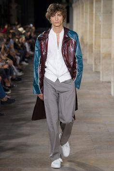 Moda masculina esportiva com alfaiataria Hermès. Veja mais tendências de moda masculina para a primavera verão no blog Marco da Moda