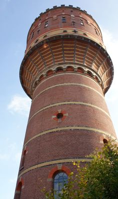 This water tower is 40 meter high and the oldest of Utrecht (1896). It now houses a museum about water, but the tower still plays a role in the water supply of the city centre.  From Flickr