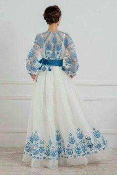 Exklusives Designerkleid Source by Look Fashion, Hijab Fashion, Fashion Dresses, Womens Fashion, Fashion Design, Embroidery Dress, Russian Embroidery, Folk Embroidery, Dream Dress