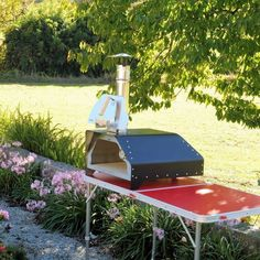 The FIESTA portable pizza oven weighs only 20 Kgs fully equipped and ready to make delicious pizzas or roast a chicken, beef or veggies. It's the most portable pizza oven and versatile we've ever made. Barbecue, Bbq Grill, Grilling, Small Pizza, Four A Pizza, Wood Fired Oven, Wood Fired Pizza, Neopolitan Pizza, Portable Pizza Oven
