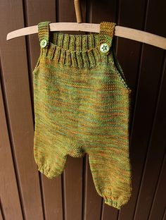 Simple loose-fit baby overalls make the best present for a newborn! Sizes available from newborn to 12 months Knitting Patterns Boys, Baby Cardigan Knitting Pattern, Knitted Romper, Baby Hats Knitting, Baby Patterns, Knitting Ideas, Knitting Projects, Crochet Projects, Knit World