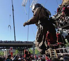 Los Gigantes Royal de Luxe en su paso por Montreal. ¿Los viste? Montreal, Fair Grounds, Travel, Step By Step, Board, Events, Dogs, Viajes, Destinations