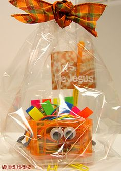 What a cute idea...maybe bigger with a gift card...a thanksgiving gift:)