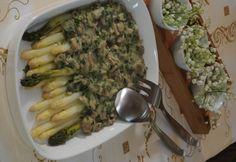 Spárga gombás medvehagymaszósszal Asparagus, Chicken, Meat, Vegetables, Food, Studs, Essen, Vegetable Recipes, Meals