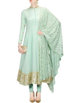 Mint green floral sequins embellished anarkali kurta set by Anushka Khanna Indian Attire, Indian Ethnic Wear, Pakistani Outfits, Indian Outfits, Salwar Kameez, Churidar, Patiala, Kurti, Saris