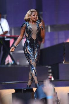 Fabulously Spotted: Mary J. Blige Wearing Gucci - 'Chime For Change' Concert  - http://www.becauseiamfabulous.com/2013/06/mary-j-blige-wearing-gucci-chime-for-change-concert/