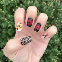 Stranger Things Nails are the Trend You Need For Binge Watching These Stranger Things Inspired Nail Designs Are Totally Bitchin' Nail Art Designs, Simple Nail Designs, Diy Halloween, Halloween Recipe, Women Halloween, Halloween Nails, Halloween Projects, Halloween Makeup, Costume Halloween
