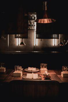 Stockholms krogliv får en ny pjäs att räkna med när den asiatiska restaurangen TAKO öppnar den 7 oktober. Förutom ett imponerande koncept har man satsat stort på interiören och väver in...