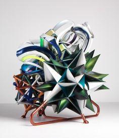 exprossionistisch:stroming in de kunst waarbij de kunstenaar zijn gevoelens uitdrukt door vervorming van de werkelijkheid