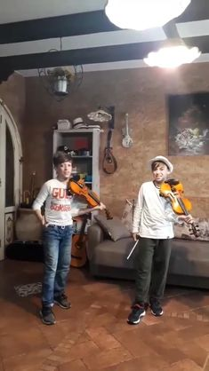 Cursed Images Discover Sicilian twins Mirko and Velerio from Agrigento play this Coldplay song while in quarantine. Music Mood, Mood Songs, Funny Video Memes, Funny Relatable Memes, Videos Funny, Coldplay Songs, Just Dance, Beste Songs, Funny Kids